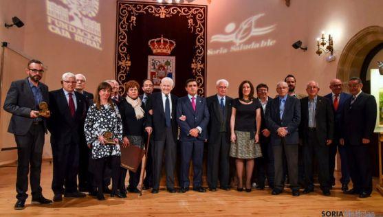 Imagen de familia de los premiados en el Mes de la Salud de 2015. / SN