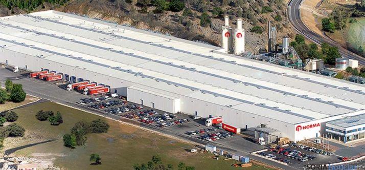 Vista aérea de la factoría pinariega. / Norma Doors Technologies