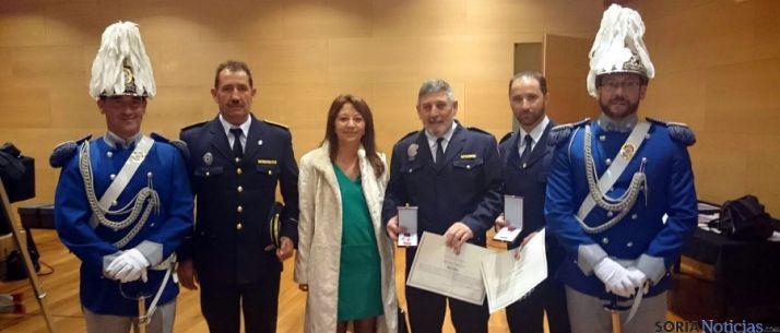 Los policías con la concejal de Soria Lourdes Andrés. / Ayto.