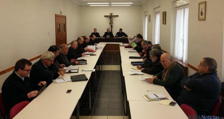 Los sacerdotes, en el Consejo Presbiteral.
