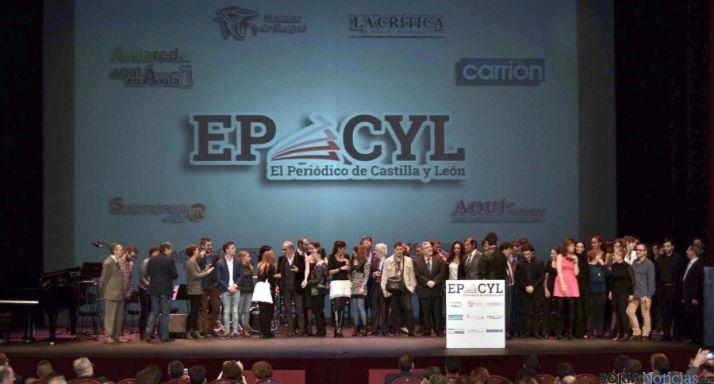 El equipo que forma EPCYL recibe el aplauso del públcio en su presentación. / SN