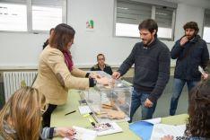 Foto 2 - Ramiro (Podemos) vota con la esperanza del cambio
