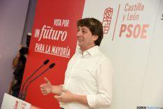Carlos Martínez, en el mitin de la campaña electoral del 20-D.