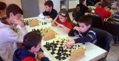 Los jóvenes ajedrecistas en el torneo.