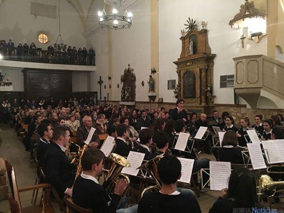 Actuación musical en la iglesia de Santa Cristina.