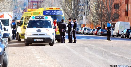 Policía y servicios sanitarios en el lugar del atropello. / SN