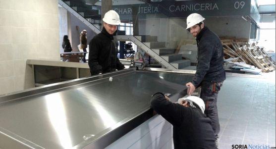 Labores en el interior de las instalaciones del nuevo mercado./SN