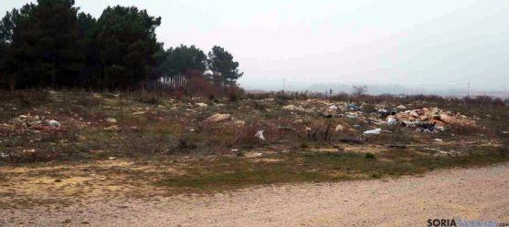 Imagen de residuos en las inmediaciones de Tardesillas. / ASDEN
