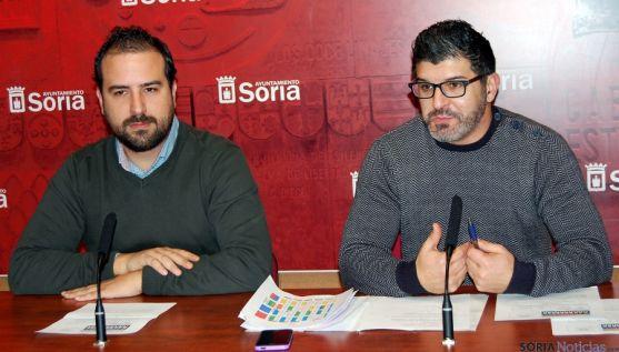 Ángel Hernández (izda.) y José Ángel Gorostiza este lunes. / Ayto.