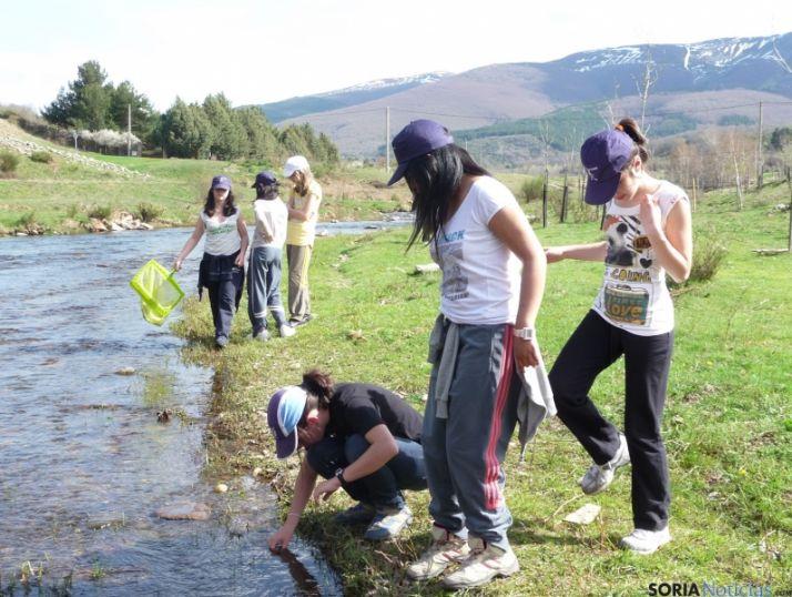Los escolares, principales usuarios de las aulas del río.