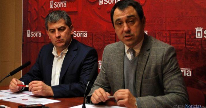 Los concejales Antón (izda.) y Muñoz este miércoles. / SN