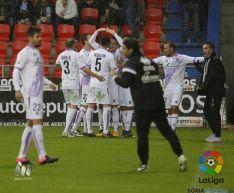 Los jugadores del Numancia celebran el primer gol de Pedraza.