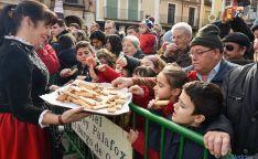 Pequeños y no tanto, en el sacrificio del gorrino en El Burgo. / SN