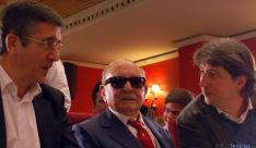 Cabrejas, entre Paxi López y Carlos Martínez (dcha.). / SN