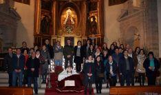 Los quintos (izda.1965) en la parroquia./SN