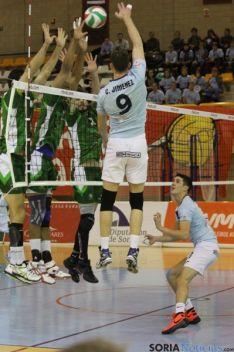 Jiménez intenta superar el bloqueo/ María Morales