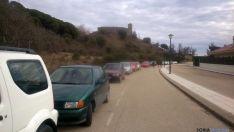 Muchos coches en el acceso