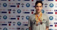 El nadador con las medallas.