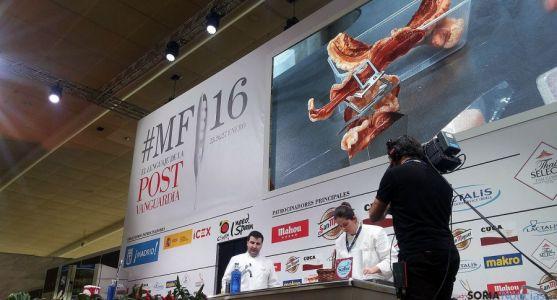 Juan Carlos Benito, con Elena Lucas este lunes en el evento gastronómico.