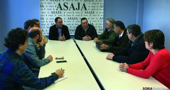 Reunión en ASAJA entre miembros de la OPA y la entidad aseguradora.
