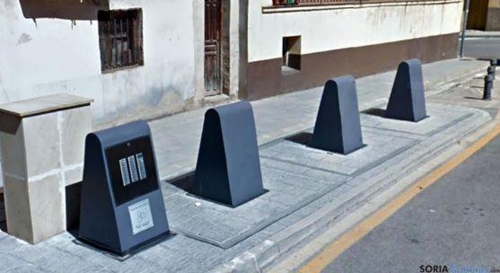 Contenedores soterrados en El Burgo. / GM