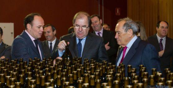 Herrera, en la visita realizada hoy miércoles a la bodega Protos.