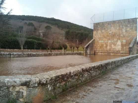 Frontón inundado de Salduero