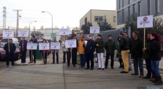 Los trabajadores encerrados con responsables de CSI-F.