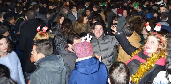 La plaza de Herradores estaba llena para brindar con una copa de cava