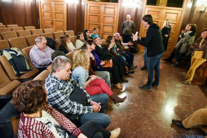 El alcalde, en la reunión mantenida ayer con los jurados voluntarios.