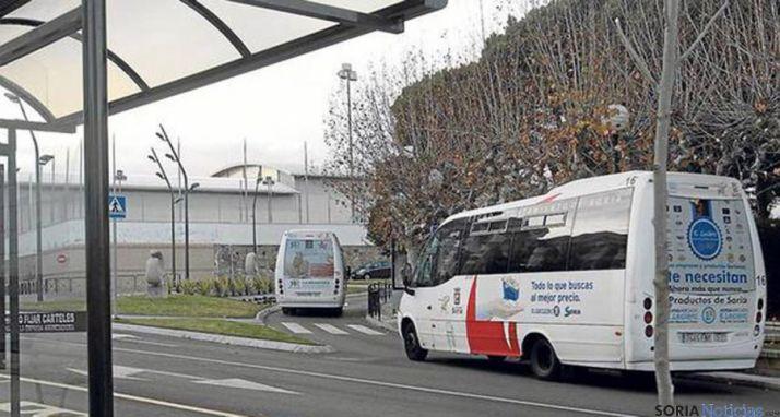 Autobuses urbanos en la plaza Odón Alonso. / Ayto.