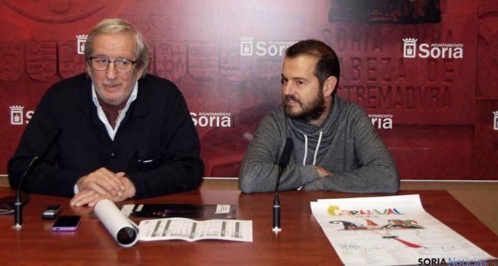 Jesús Bárez (izda.) y Josemi Díez, este viernes en la presentación del carnaval. / Ayto.