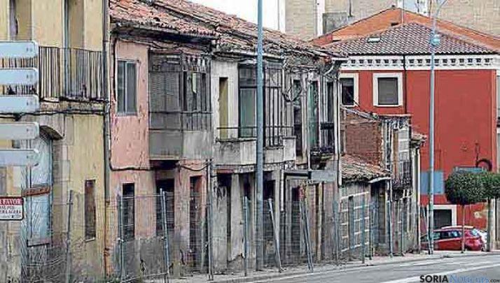 Imagen de algunos edificios en ruina de la calle Hospicio. / SN