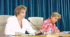María Jesús Ruiz, en una rueda de prensa junto a Rosa Valdeón.