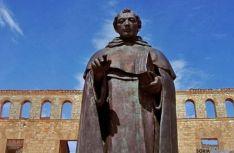 Escultura dedicada en Berlanga de Duero a Fray Tomás