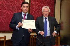 Entrega del Diploma Machadiano a Carlos Martínez, Presidente de Caja Rural. /Fotos Ana Isla