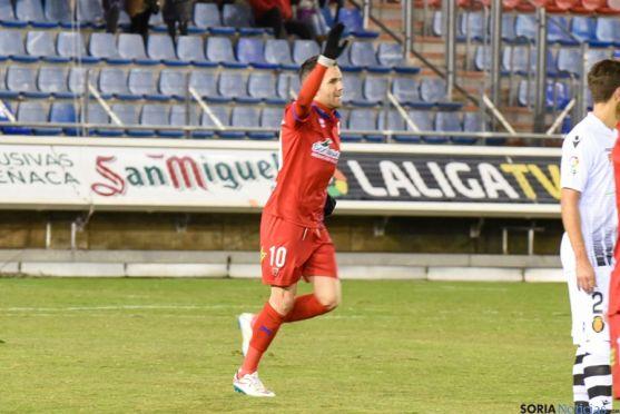 Julio Álvarez, autor de los dos goles.