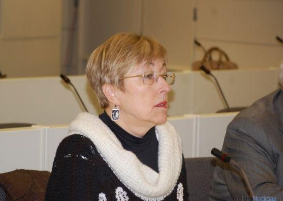 Eloísa Álvarez, en la tribuna de oradores, en el Senado.