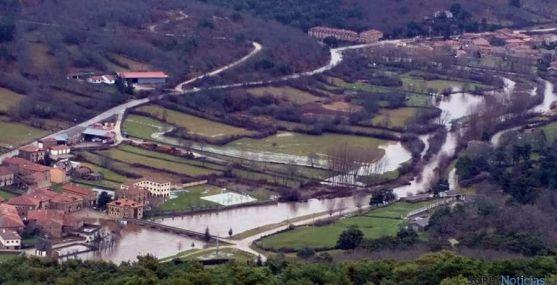 El río, entre Salduero y Molinos de Duero este sábado. / Cristian Delgado PN