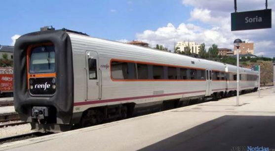 Un tren parado en la estación del Cañuelo, en Soria. / SN