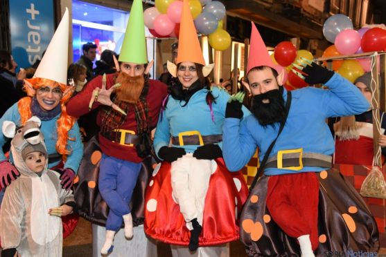 Grupo en el desfile carnavalesco del sábado