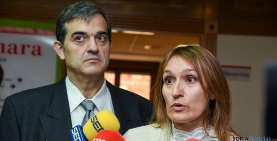 Rocío Lucas y Alberto Santamaría este jueves en la Cámara./SN