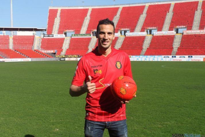Óscar Diaz, con su nueva camiseta.