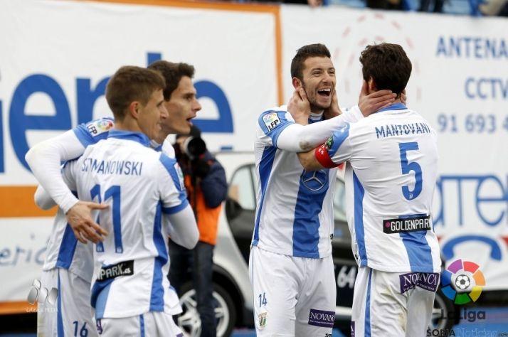 El Leganés ganó al Alavés para colocarse líder de la Liga Adelante.
