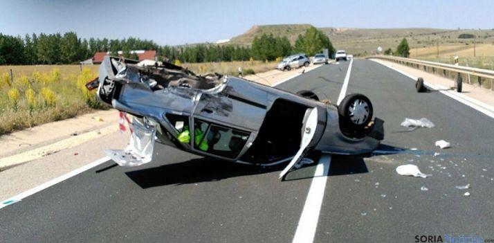 Un vehículo accidentado en una carretera soriana en 2015. / SN