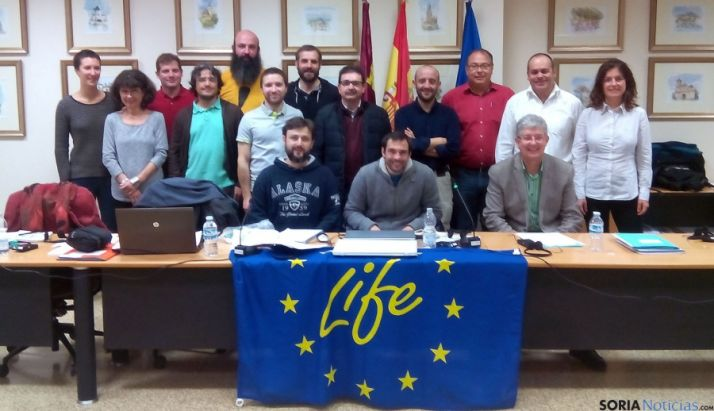 Grupo de trabajo en la reunión para el lanzamiento del proyecto.