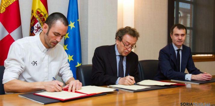 Firma del protocolo de colaboración. / Jta.