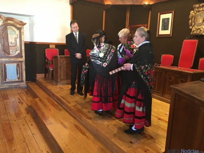 Foto 2 - Eladia Antón, alcaldesa de El Burgo en el Día de Santa Águeda