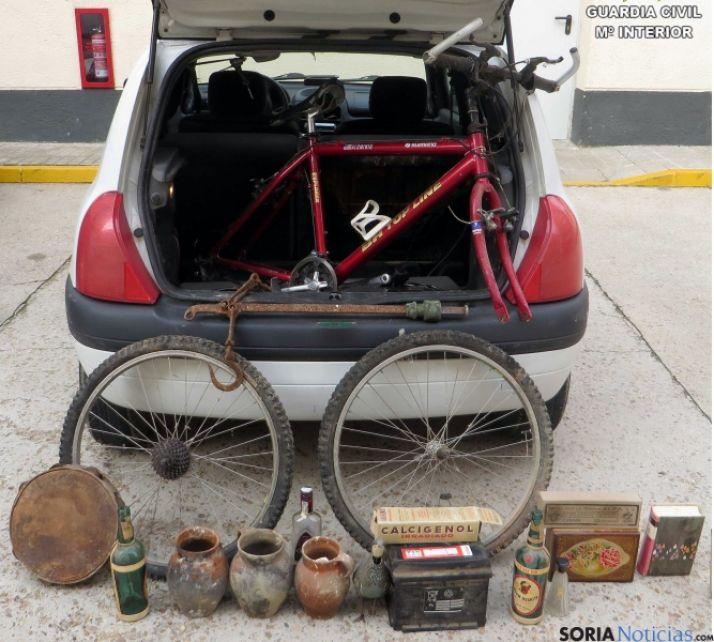 Vehículo y objetos incautados./Subdelg.