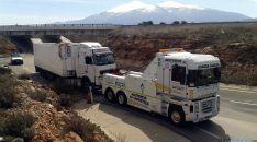 El camión remolcado en la retirada./SN